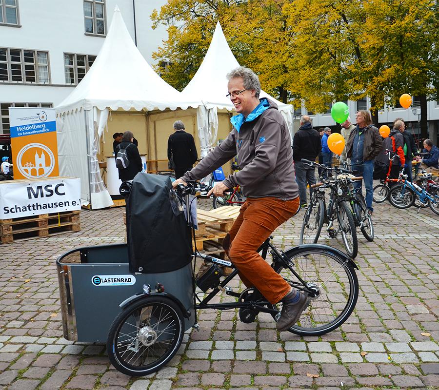 Sichtlich viel Spaß macht auch das Nihola Family Dreirad.